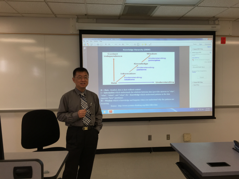 Professor Zhang lecturing Cloud Computing